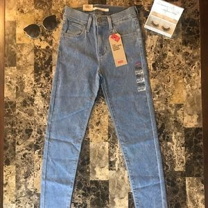 720 Levi's jeans brand new